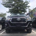 Toyota Hilux 2019 đủ màu giao ngay tới khách hàng.